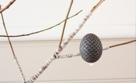 How to hang a decorated Easter egg