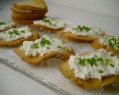 Goat's cheese and chive toasts
