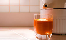 Minty carrot, apple and ginger juice