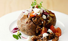 Baked potato with mince