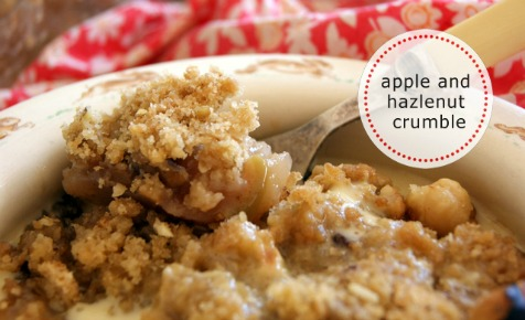 Apple and hazelnut crumble