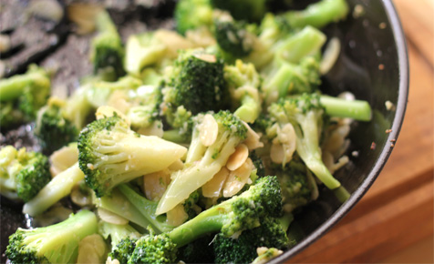 Broccoli with garlic and almonds
