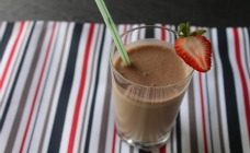Nutty pear and chocolate smoothie
