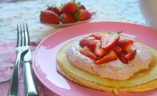 Pancakes with strawberry marscapone
