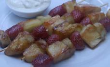 Caramelised fruit kebabs