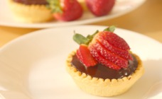 Salted caramel and ganache tarts