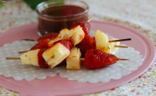 Strawberry and pineapple kebabs with chocolate sauce