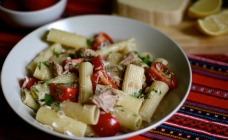 Pasta with tuna and tomatoes recipe