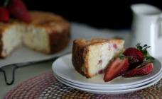 Rhubarb and yoghurt cake