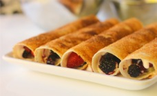 Fruit and yoghurt roll-ups