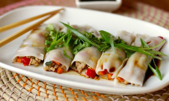 Pork and vegetable rice noodle rolls
