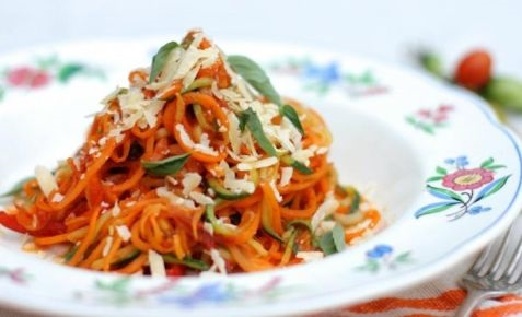 Rainbow veggie noodles with roast tomato sauce