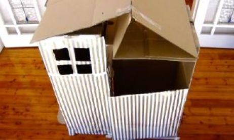 Indoor-activities-cardboard-cubby-